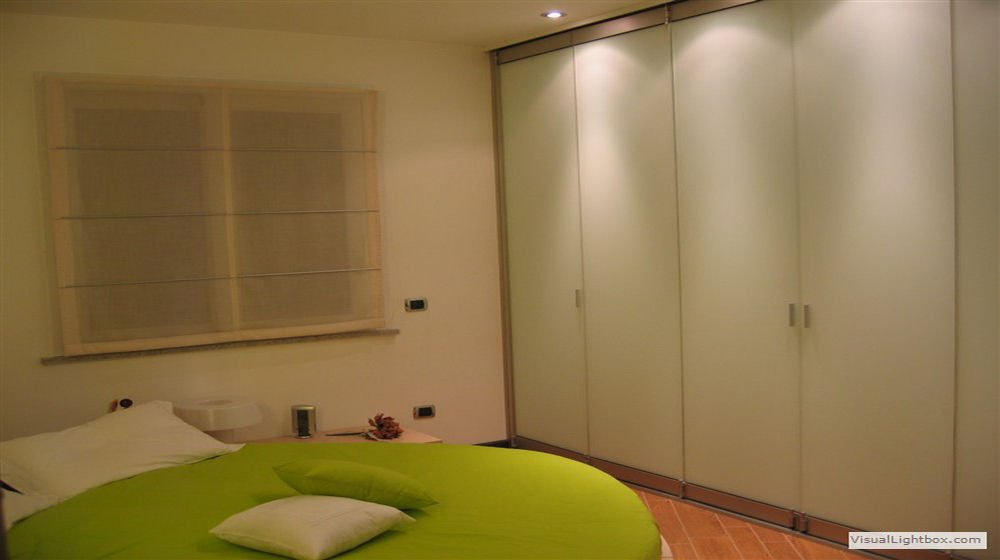 foto tour begehbarer schrank. Black Bedroom Furniture Sets. Home Design Ideas