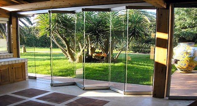 Le vetrate panoramiche pieghevoli tuttovetro giemme system for Le belle vetrate scorrevoli