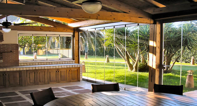 Le vetrate panoramiche pieghevoli tuttovetro giemme system la chiusura ideale per verande la - Verande da giardino in legno ...